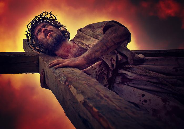 Stacja II - Jezus bierze krzyż na swoje ramiona.