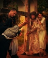 Simon of Cyrene helps Jesus to carry the cross (5)