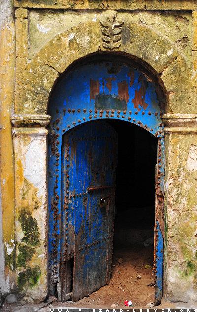 Stare metalowe drzwi