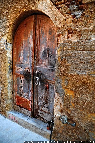 Fotografia starych drzwi