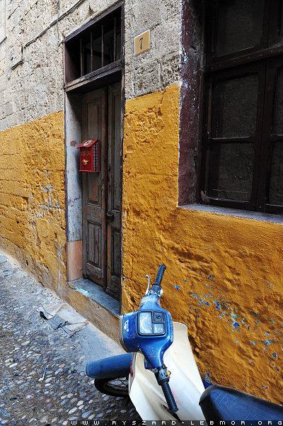 Rodos Grecja, uliczka i drzwi