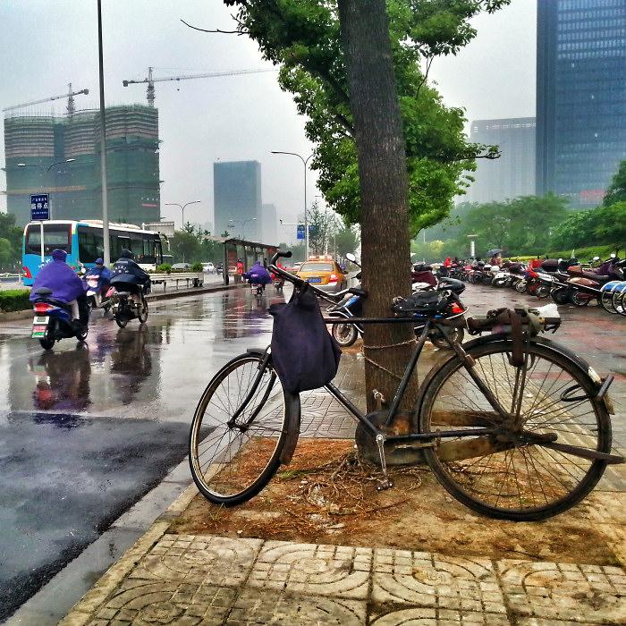 W deszczu na skuterze